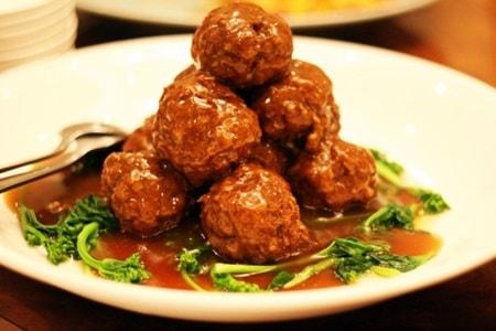 ミートボールは食品添加物とクズ肉